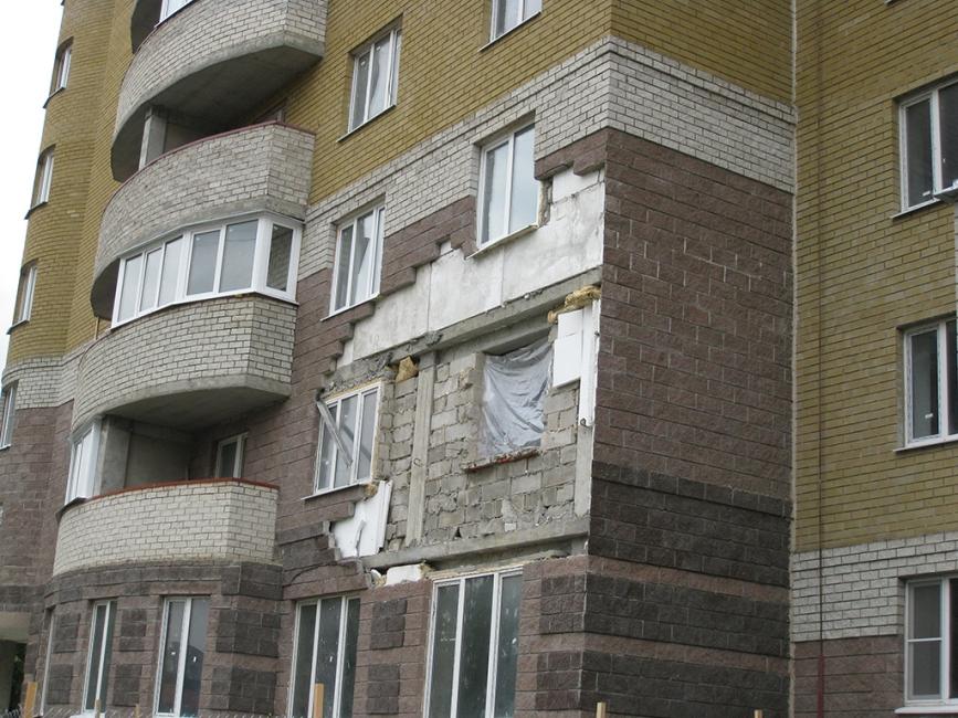 почему происходит выпадение керамогранита на фасадах зданий следующий слой
